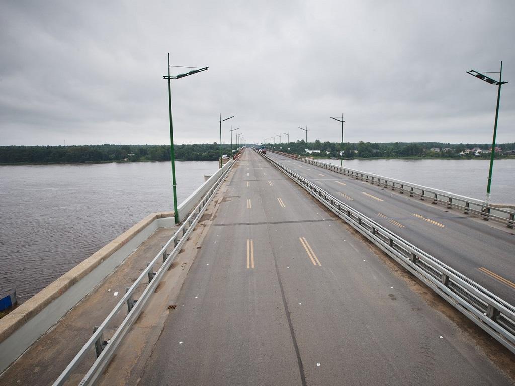 фотография на Ладожском мосту