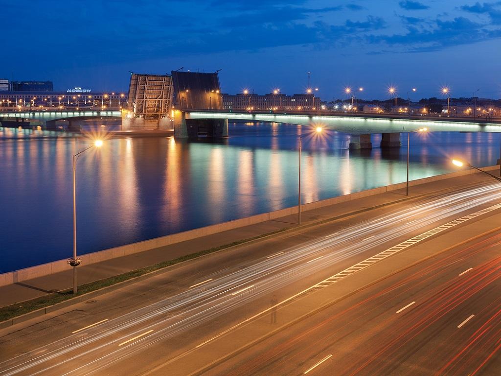подсветка петербургского моста Александра Невского фотография