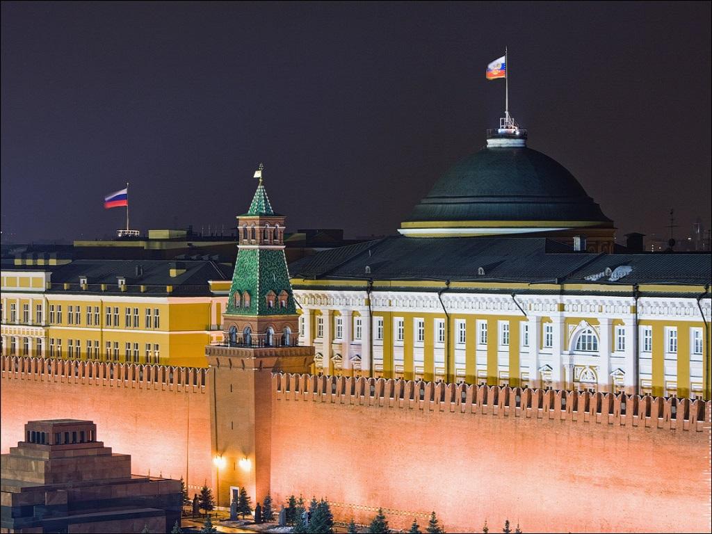 подсветка Сенатской башни фотография