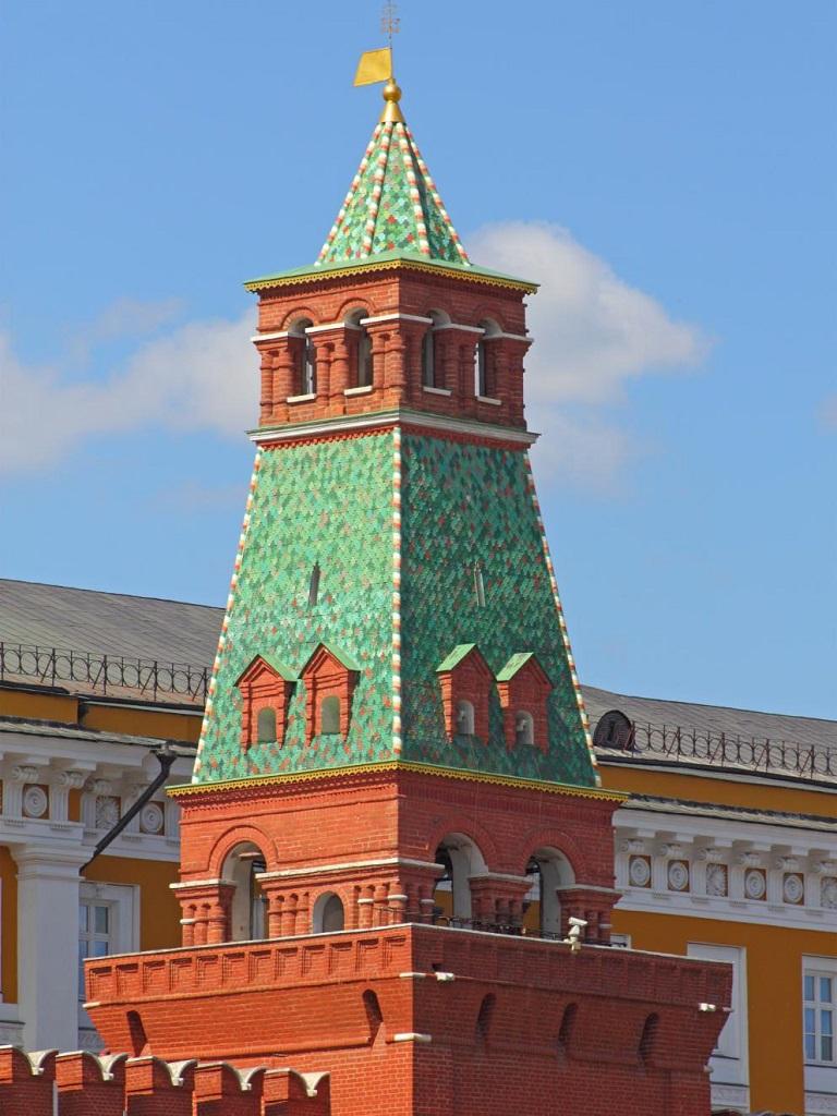 Сенатская башня вид вблизи фото