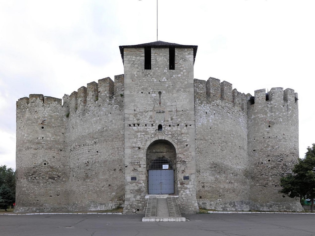 фото Сорокской крепости в Молдавии
