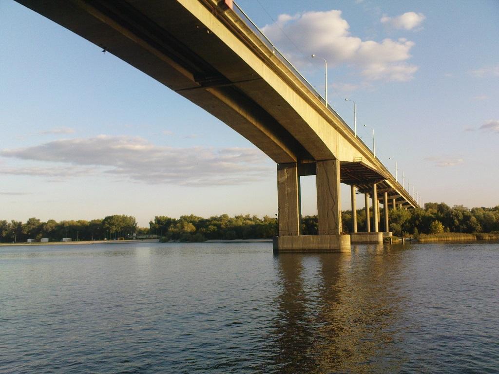 фото вида на Ворошиловский мост из воды