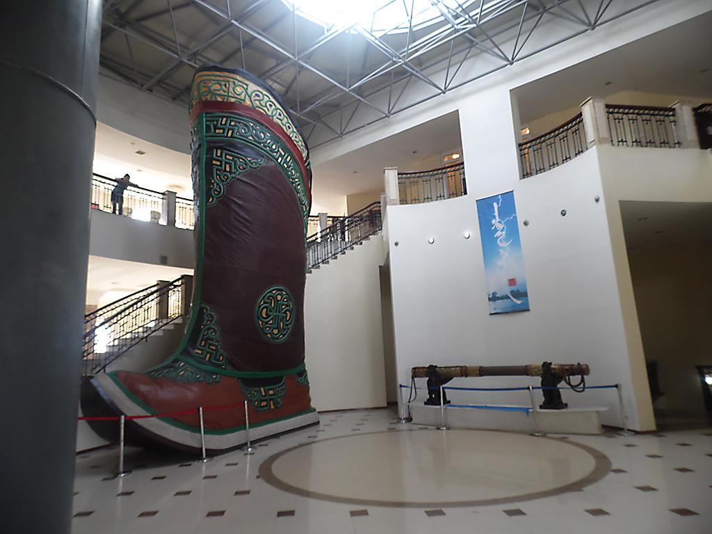внутри монгольской статуи Чингисхана фото