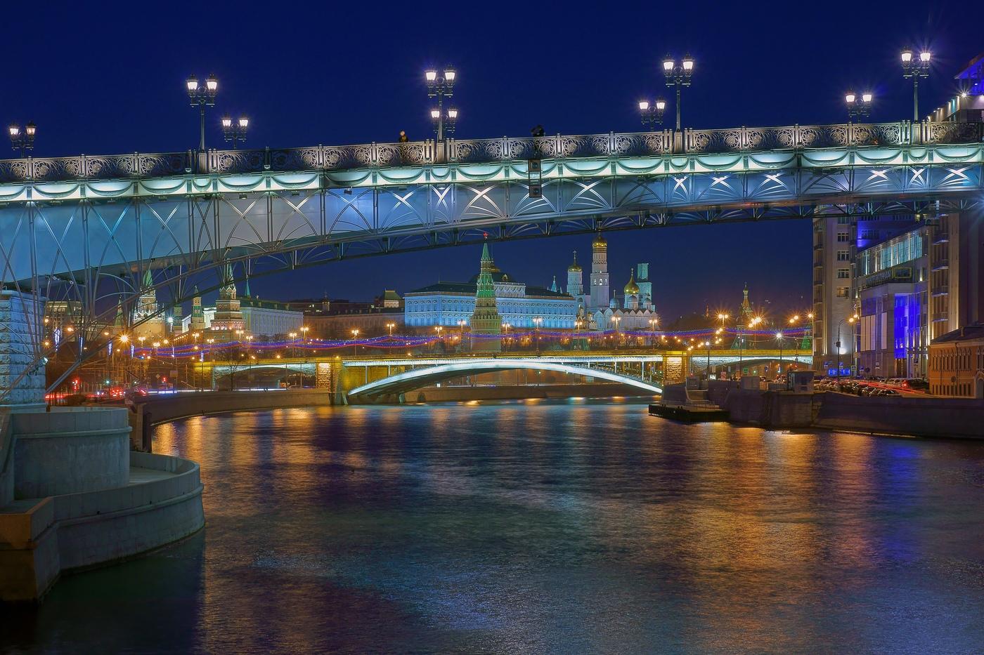 фото подсветки Патриаршего моста
