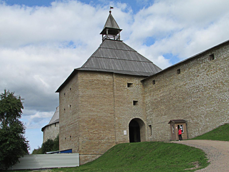 фотография Воротной башни крепости в Старой Ладоге