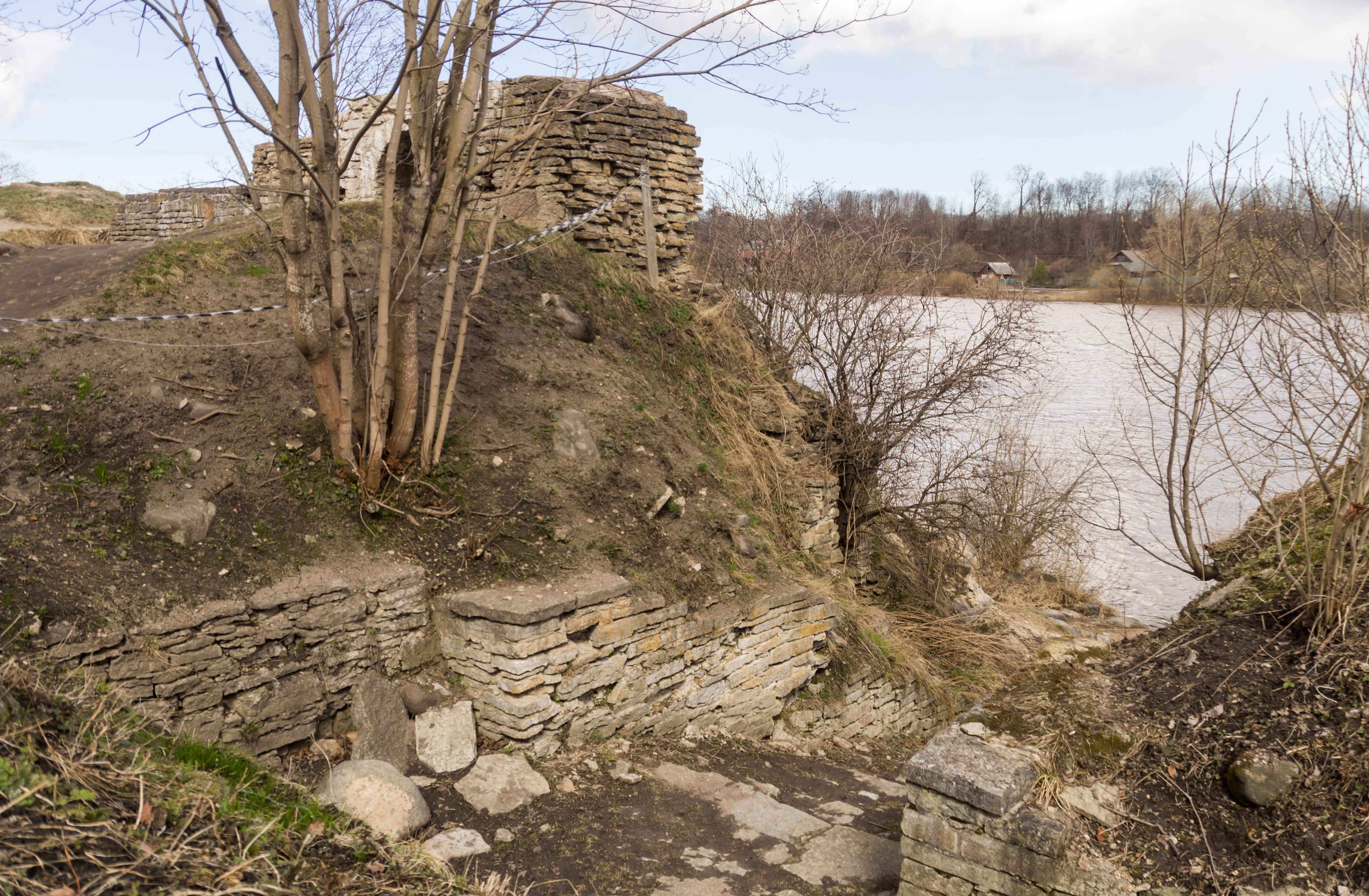 реконструкция Стрелочной башни Староладожской крепости фото