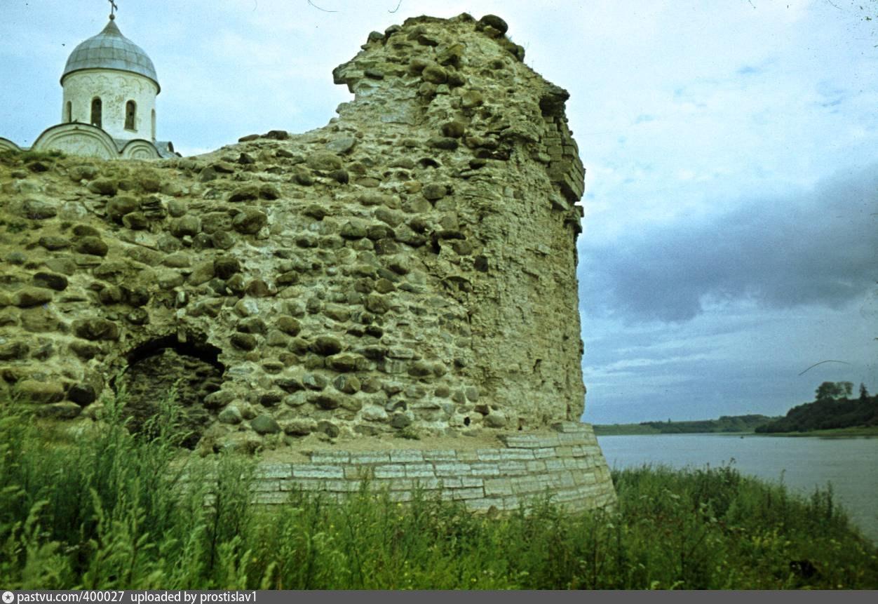 руины Раскатной башни Староладожской крепости фотография