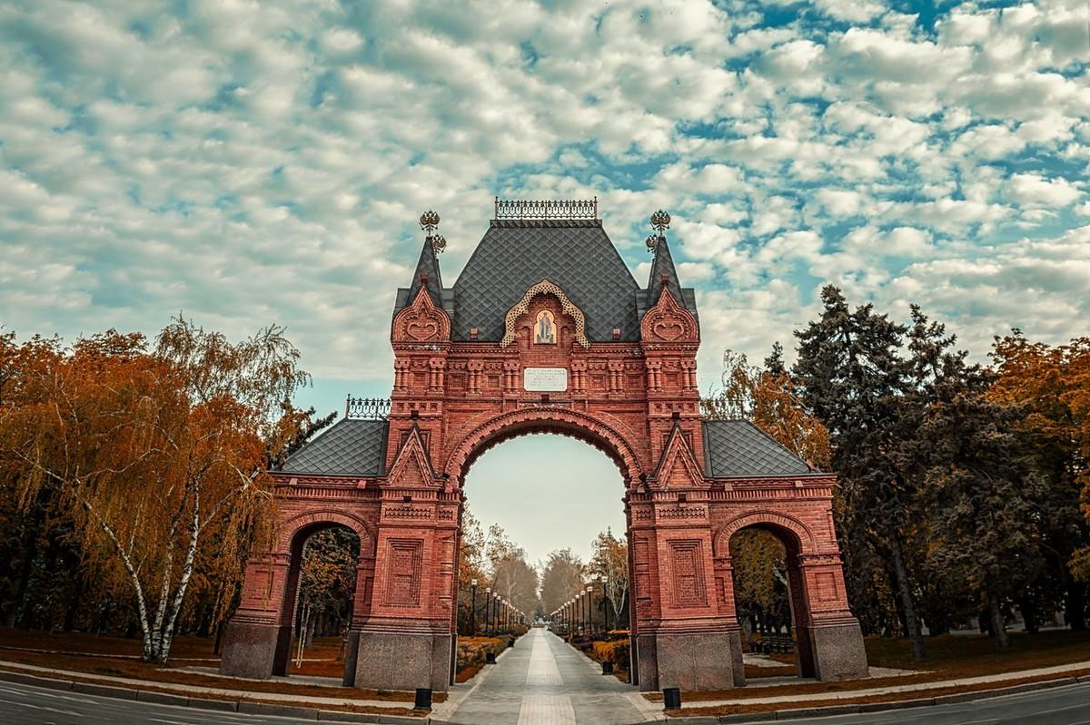 Александровская Триумфальная арка вид снизу фото