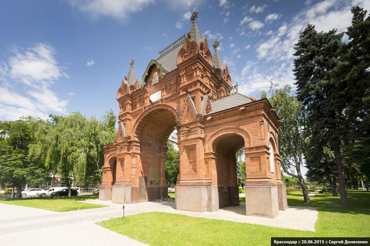 фото фрагмента Триумфальной арки в Краснодаре