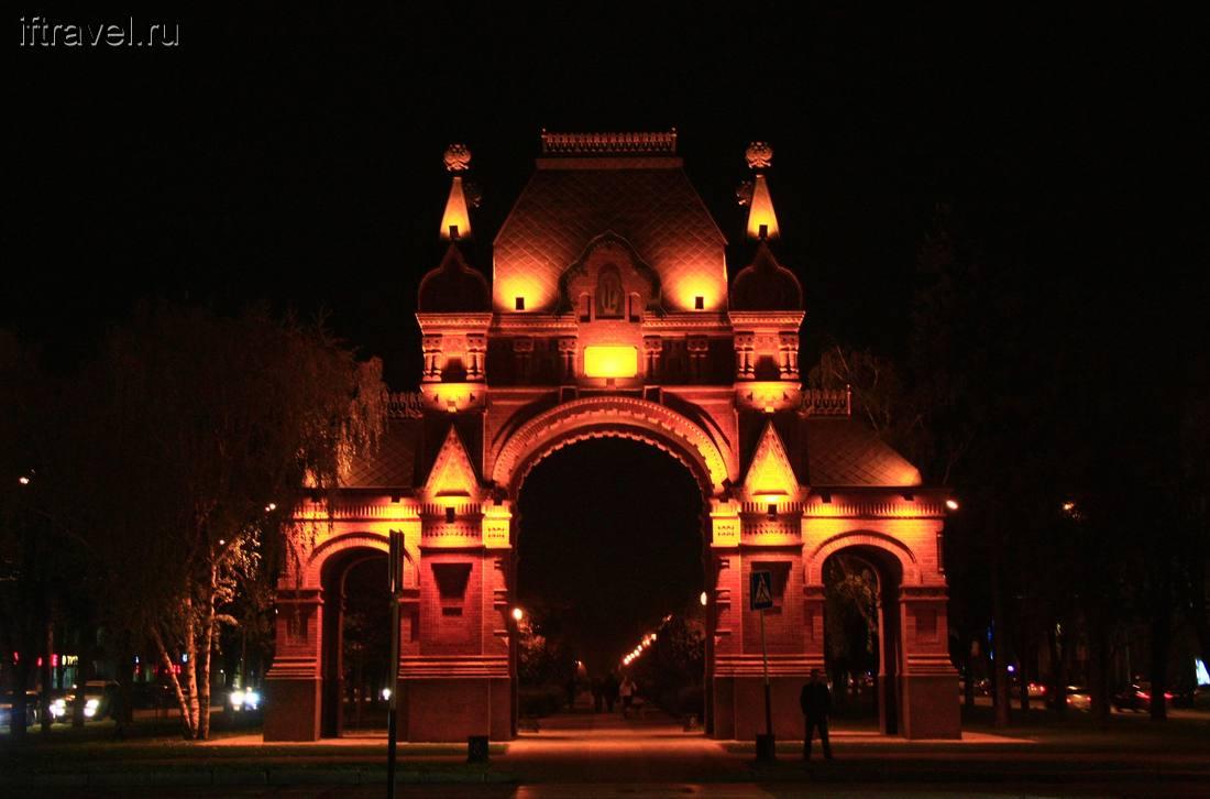ночная подсветка Триумфальной арки в Краснодаре фотография