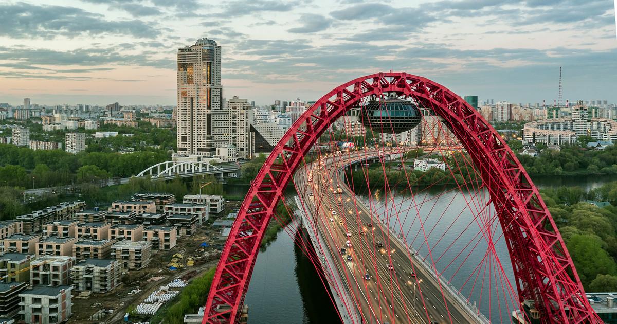 на Живописном мосту в Москве фото