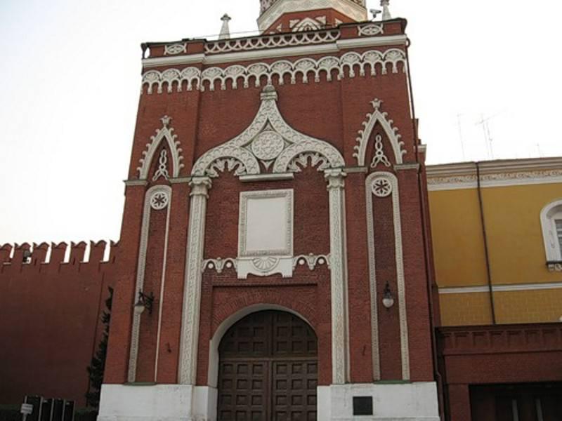 фото фасада Никольской башни в Москве