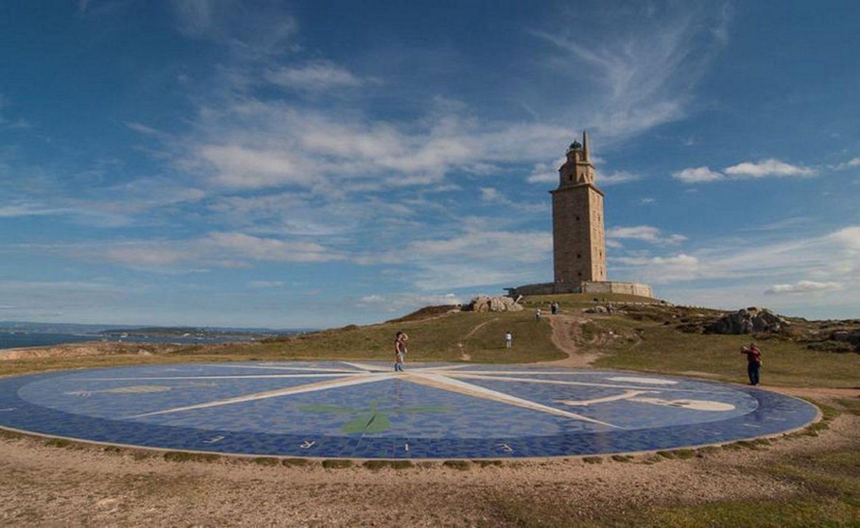 фото башни Геркулеса и Розы ветров