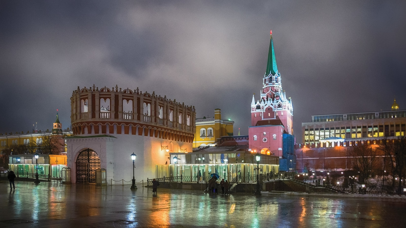 вечерняя подсветка троицкой башни