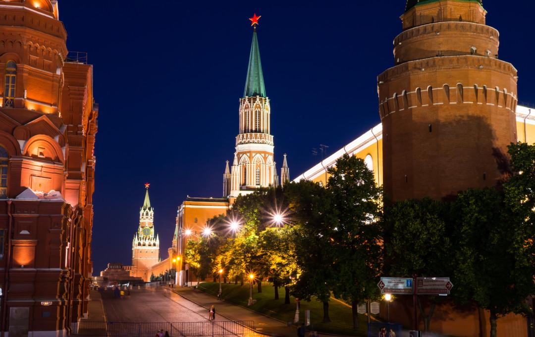 ночная подсветка Никольской башни фотография