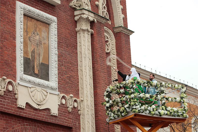 надвратная икона Николы Можайского на Никольской башне фото