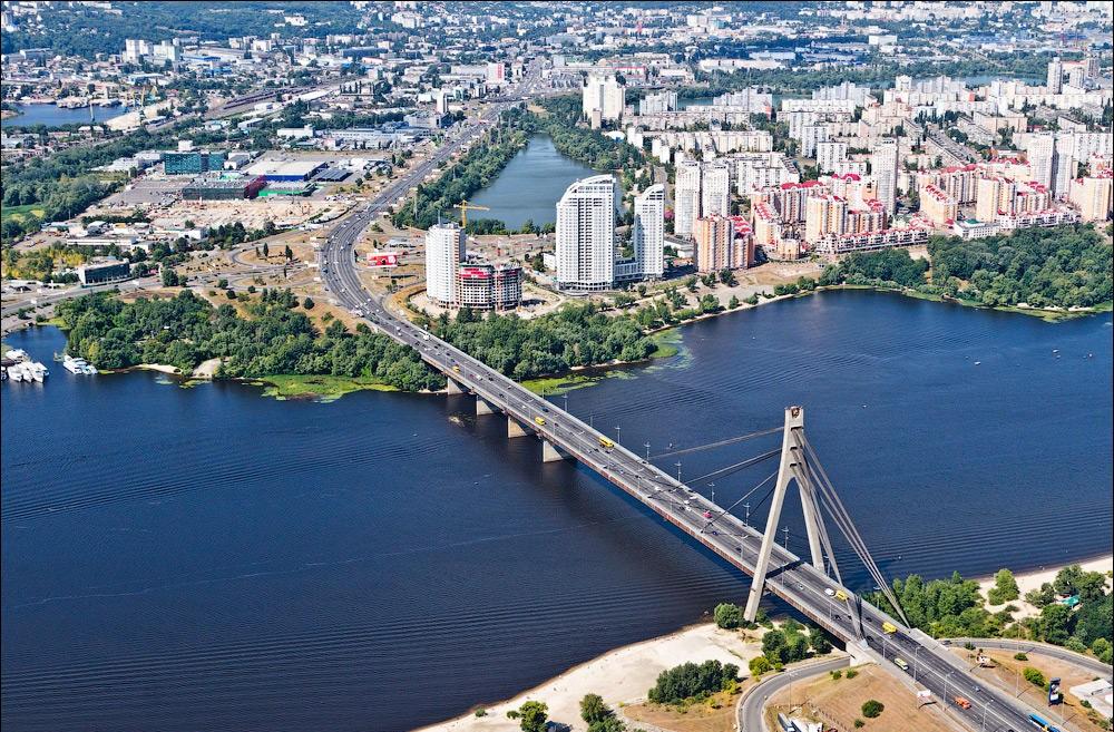 вид сверху на киевский Московский мост фото