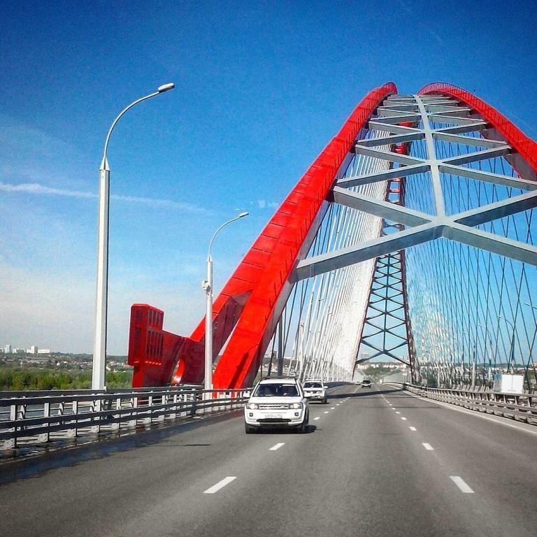 под аркой Бугринского моста фото