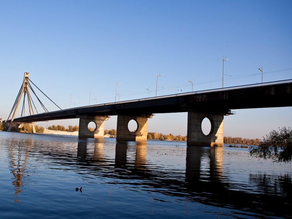 на Московском мосту в Киеве фотография