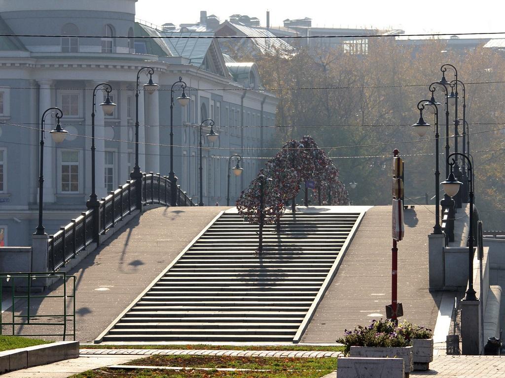 фото московского Лужкова моста фото