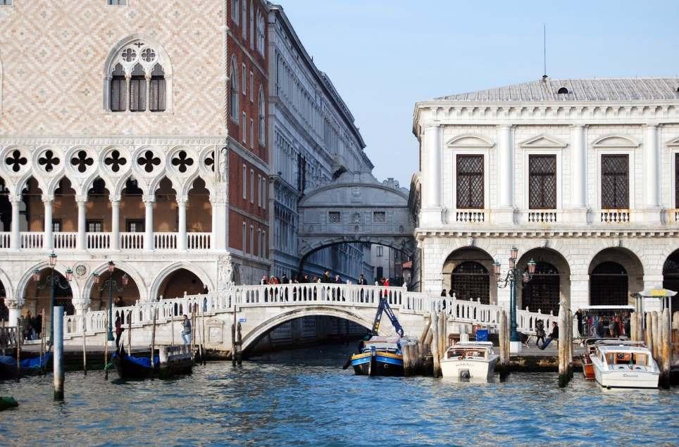Мост Вздохов и Соломенный мост в Венеции фото