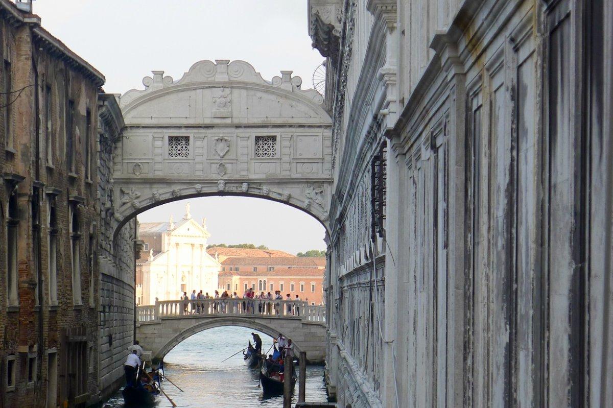 фото венецианского Моста Вздохов вблизи
