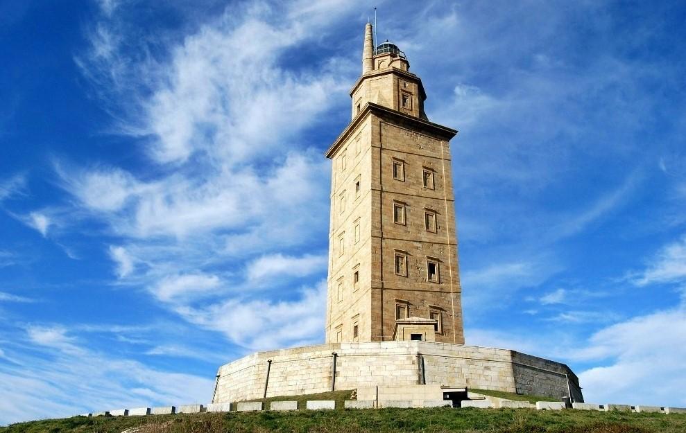 верхняя часть башни Геркулеса в Испании фото