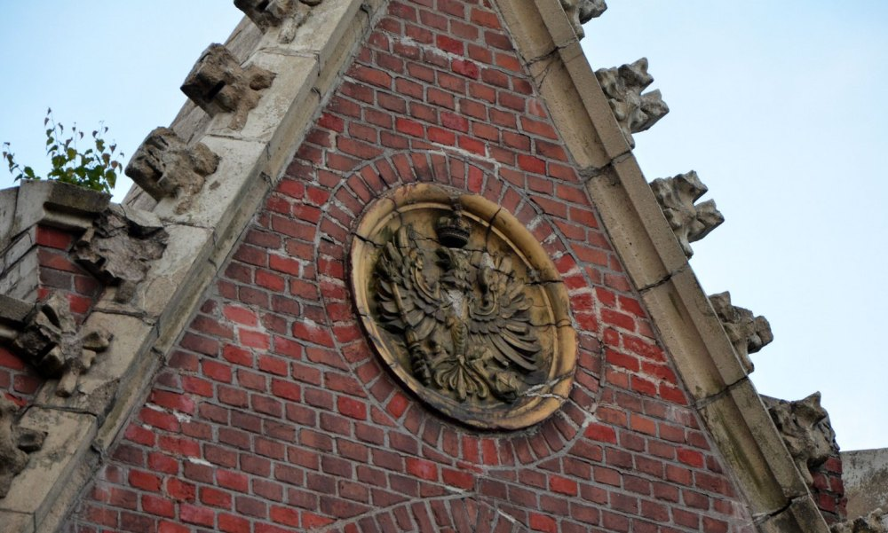 Герб на фасаде