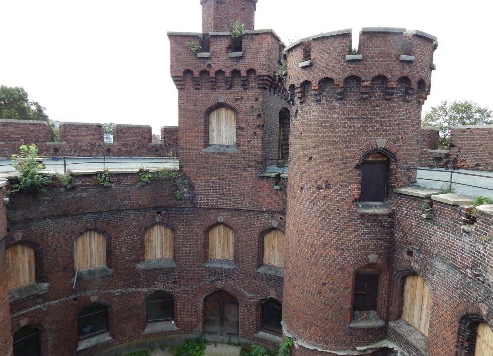 Полукруглая башня внутри