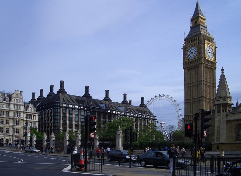 Башня с часами в Лондоне