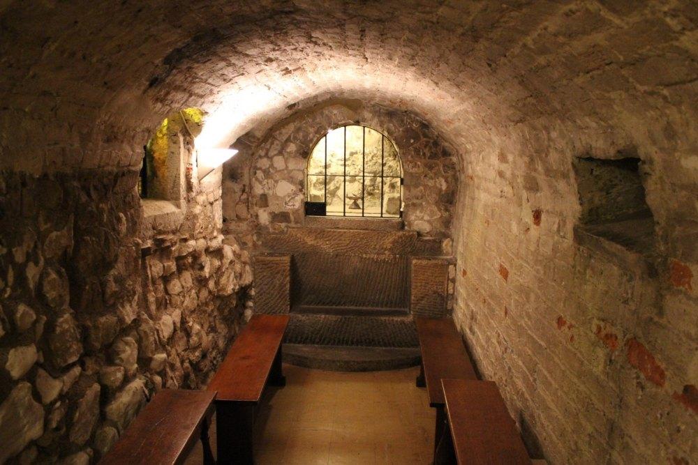 Тюрьма в замке