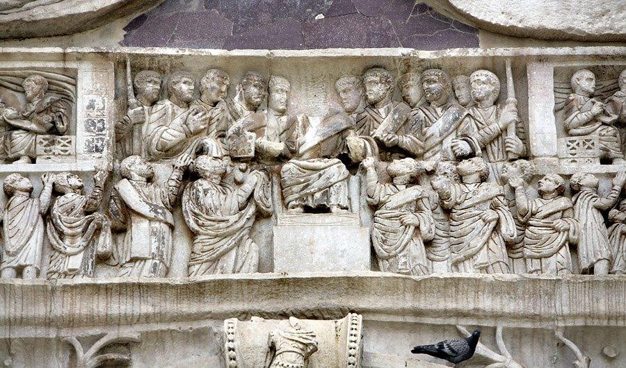 Константин на троне