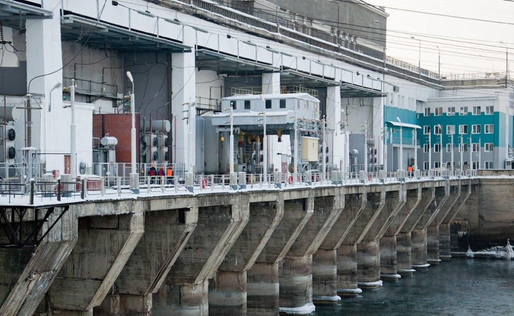 ГЭС в действии