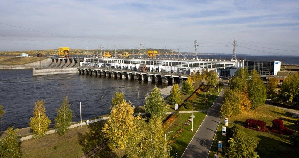 Воткинская ГЭС на реке Кама