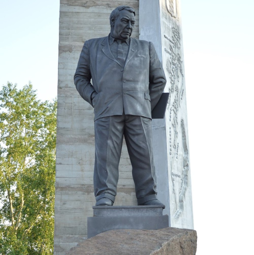 Иван Иванович Наймушин увековечен в памятнике