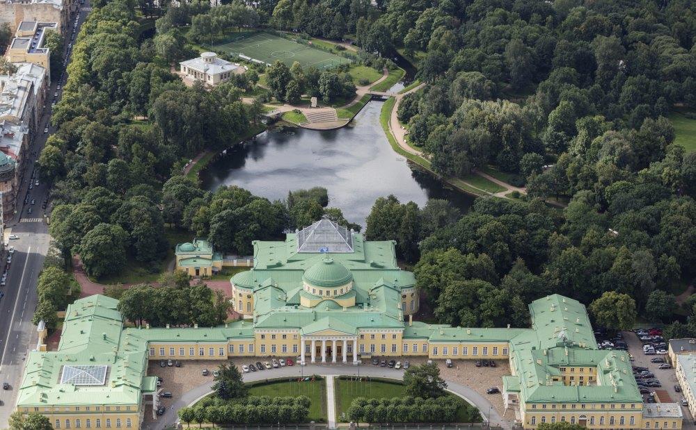 Общий вид на Таврический дворец и сад