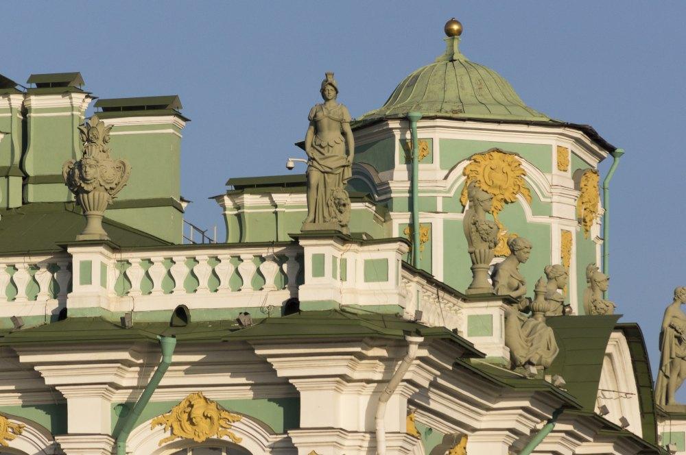 Статуи на крыше