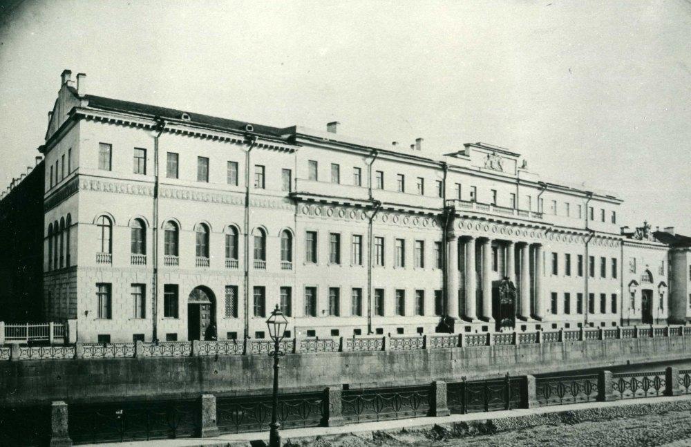 Старое фото дворца