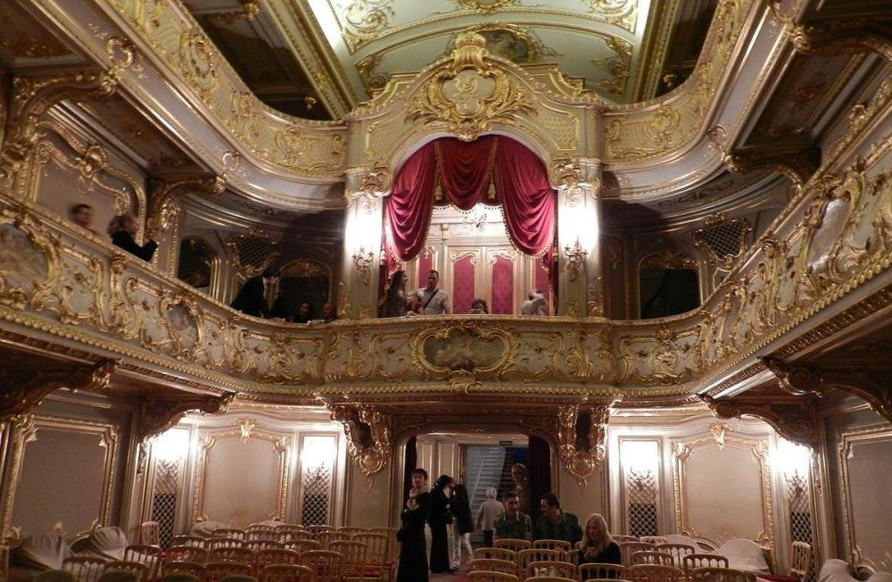 Роскошный театр