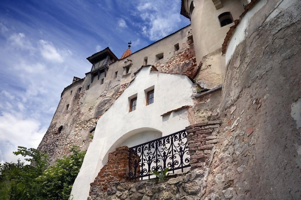 Стены древней крепости