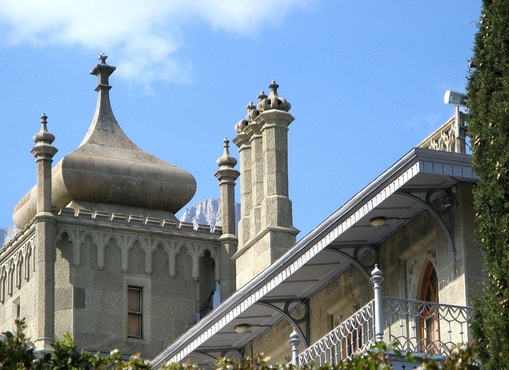 Восточные башенки и шпили