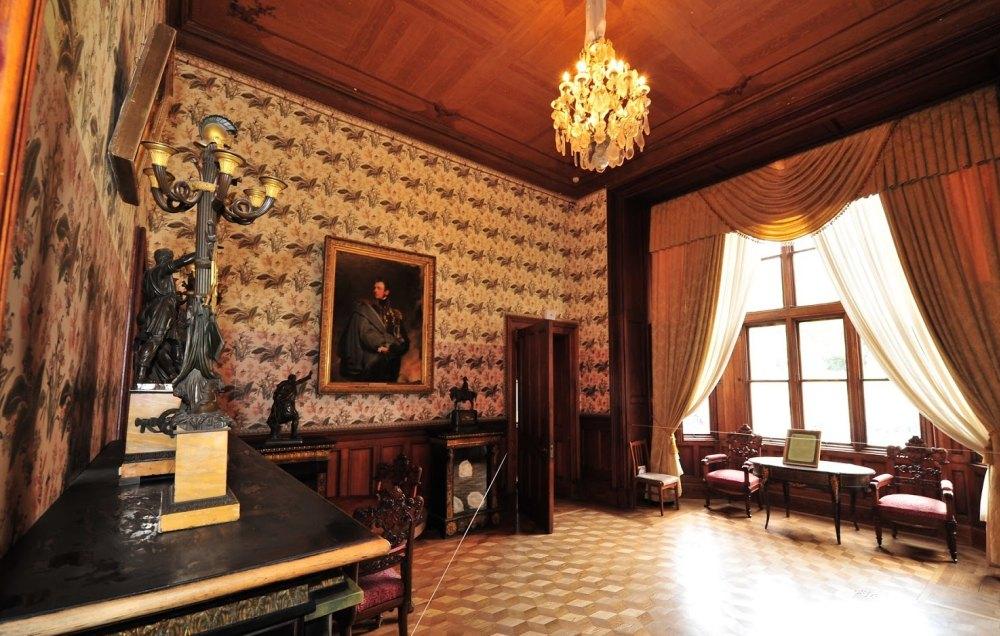 Приоратский дворец в гатчине фото лизать