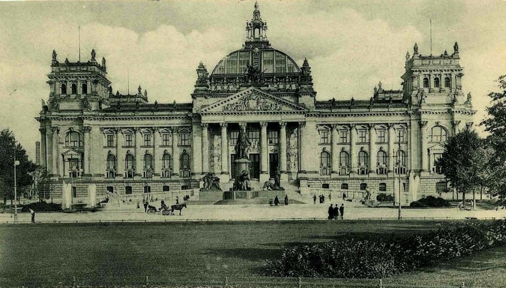 Первое здание