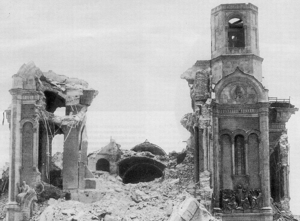 Взрыв, руины собора