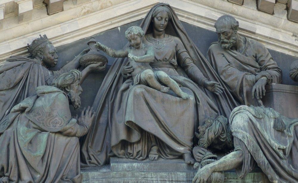 Барельф, Мария  младенцев