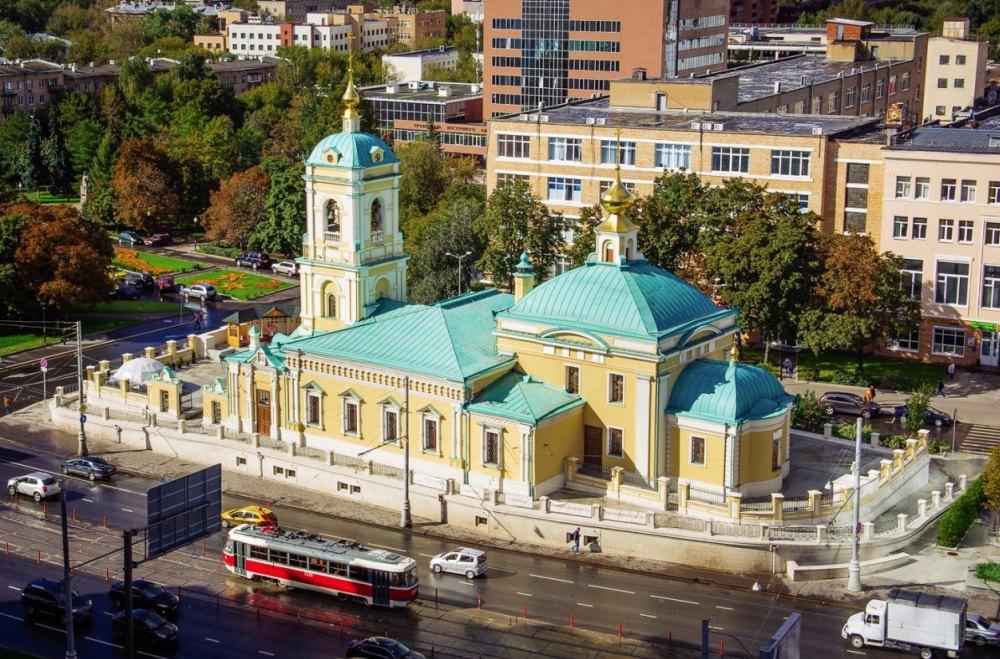 Преображенская площадь, вид на храм