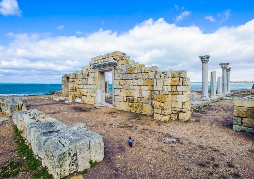 Остатки жилищ древних жителей