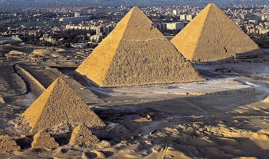 Три главных пирамиды Египта