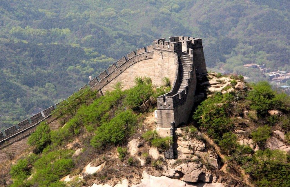 Начало стены в горах