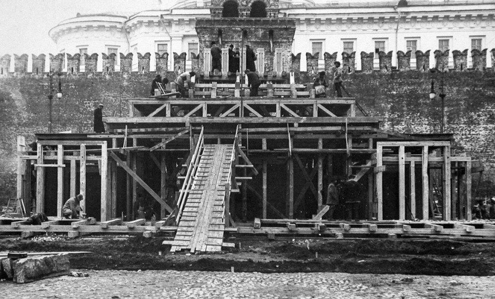 Строительство второго мавзолея